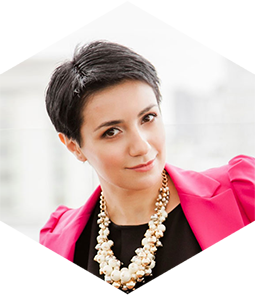 Blogger Anna Malkumian